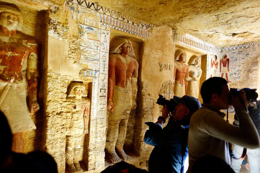 El ministro de Antigüedades Khaled al-Anani hizo el anuncio en el lugar del hallazgo, en Saqqara, al este de la capital, donde también está la famosa pirámide de Djoser.
